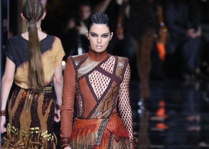 Kendall Jenner lleva su estilo a Paris