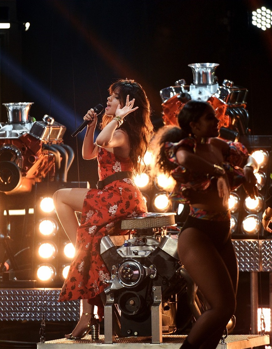 camila-cabello-is-fire-at-the-mtv-awards11