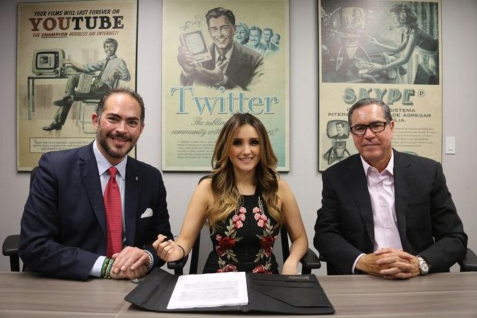 Dulce María firma contrato con  Imagen Televisión