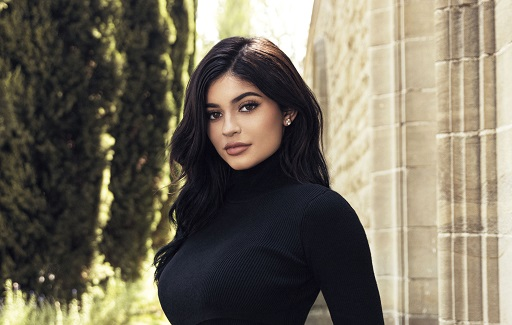 kylie-jenner-wearing-black-top-2018-zoss
