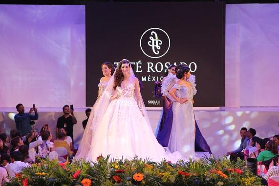 Desfile de modas de embajadoras 2018