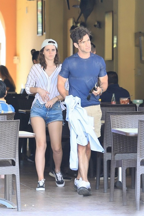 emma-watson-kisses-businessman-brendan-wallace-on-vacation-in-mexico302wfrf