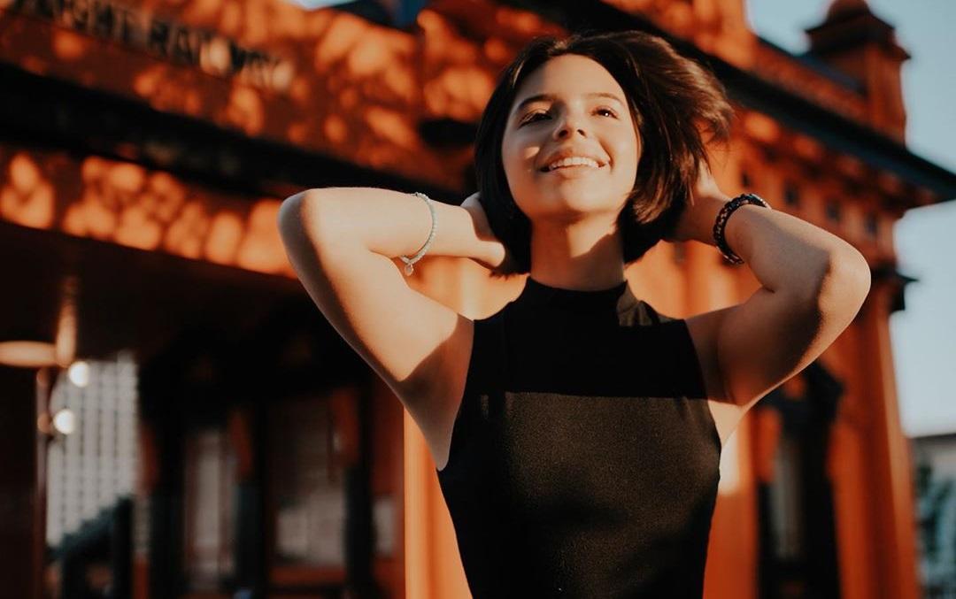 "Ángela Aguilar conquista al mundo con ""Shallow"""
