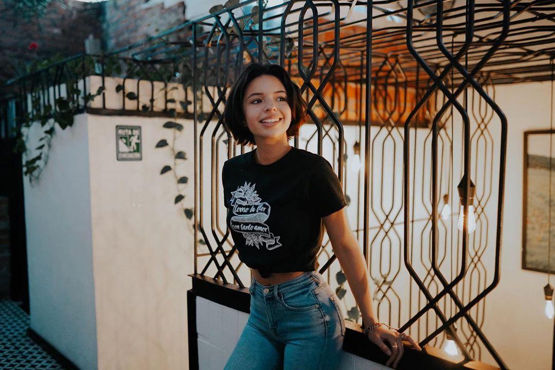 """Ángela Aguilar número uno en plataformas digitales con """"Baila esta cumbia"""""""