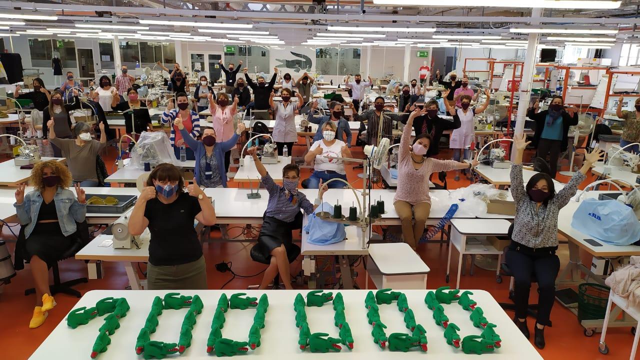 Lacoste produce 100,000 tapabocas para pandemia