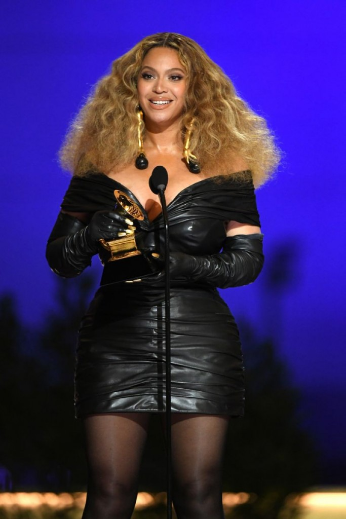 beyonce-knowles-at-63rd-annual-grammy-awards-in-la-2